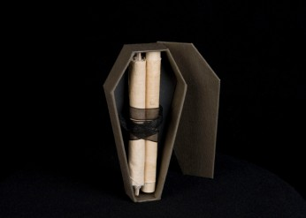 JON RIOSA, TORONTO, PROJECT, CANADA, DETAIL, SEWING, ART, DESIGN, OCAD, OCAD UNIVERSITY, SCULPTURE, FABRIC, TEXTILES, FIBRE, HANDMADE, CRAFT, CRAFTSMANSHIP, PAPER, BOOKBINDING, SCROLL, CONTAINMENT, BINDING